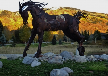 Wildhorse Meadows horse sculpture